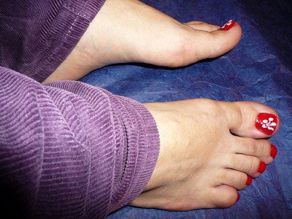 Педикюр на больших ногах
