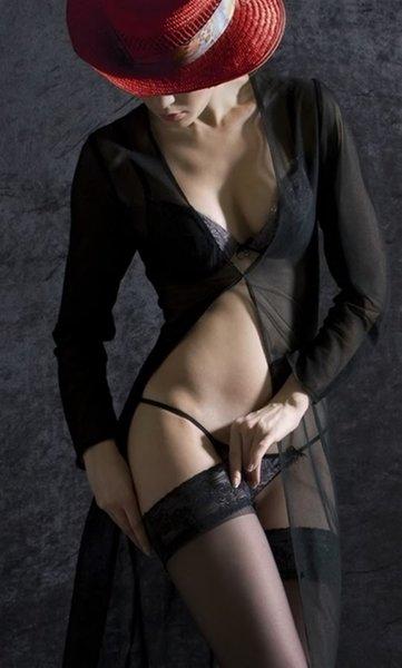 фото девушек в чулках черных